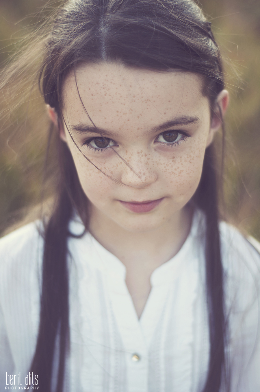 DSC_0106_creative_portrait_photography_field_sunny_backlight_child_family_kid_photographer