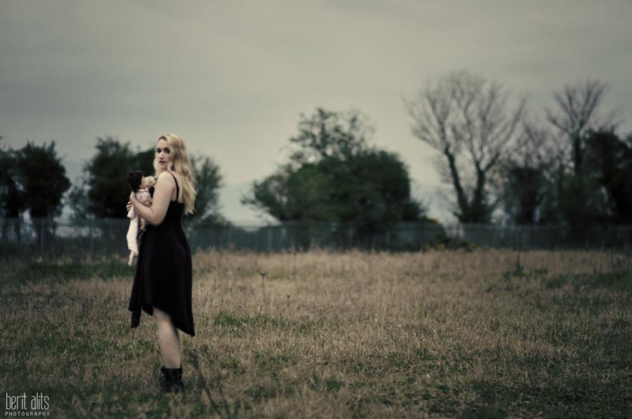 DSC_0276_creative_photography_field_dark_girl_doll_photographer_artistic