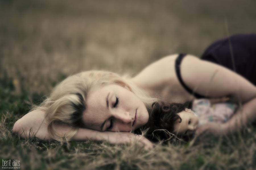 DSC_0387__creative_photography_field_dark_girl_doll_photographer_artistic