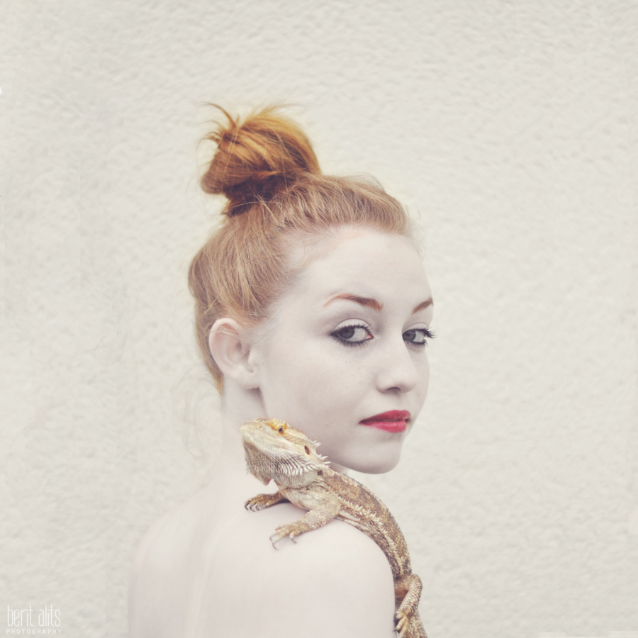creative_portrait_photography_artistic_white_skin_lizard_moher_of_dragons_
