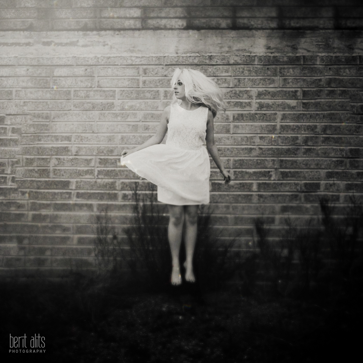 01_dancer_white_dress_black_and_white_artistic_conceptual_nikon_d800_50_mm_f1.4_clonmel_photography_photographer_ireland_tipperary_dreamy_