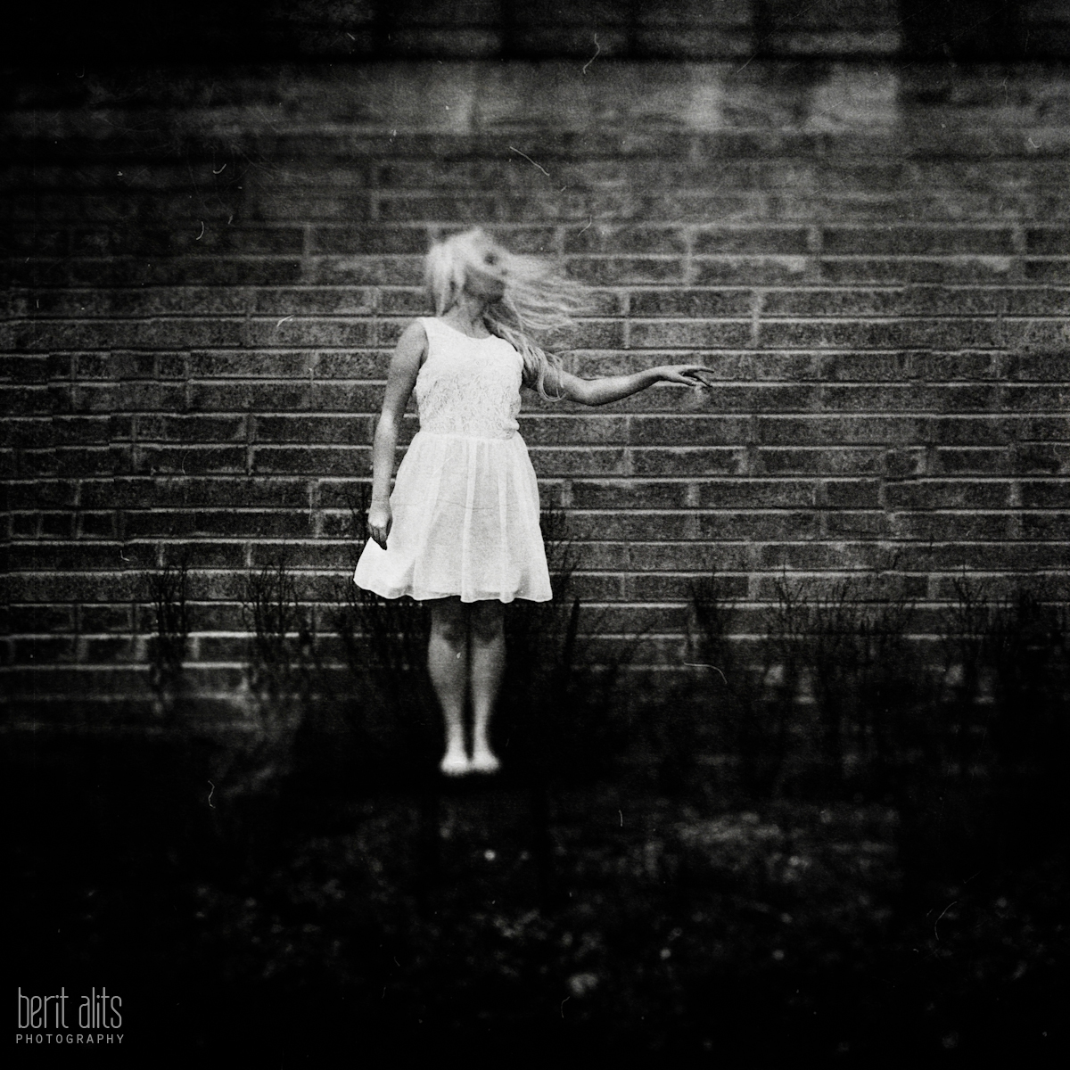 02_dancer_white_dress_black_and_white_artistic_conceptual_nikon_d800_50_mm_f1.4_clonmel_photography_photographer_ireland_tipperary_dreamy_