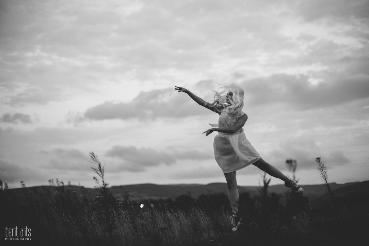 03_dancer_white_dress_black_and_white_artistic_conceptual_nikon_d800_50_mm_f1.4_clonmel_photography_photographer_ireland_tipperary_dreamy_