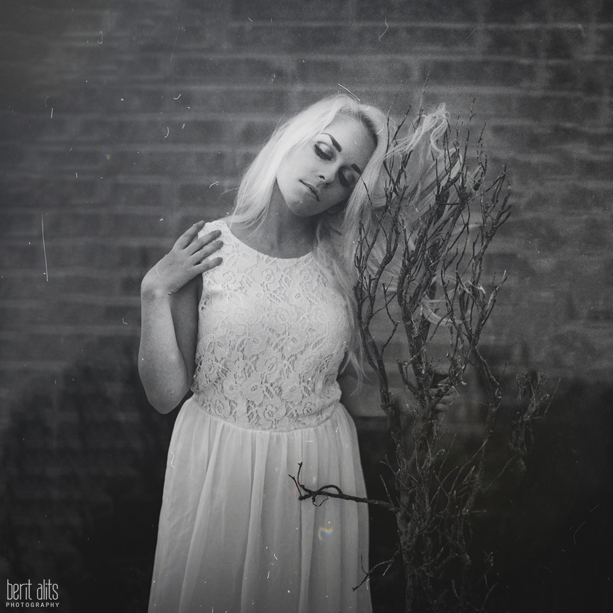 05_dancer_white_dress_black_and_white_artistic_conceptual_nikon_d800_50_mm_f1.4_clonmel_photography_photographer_ireland_tipperary_dreamy_