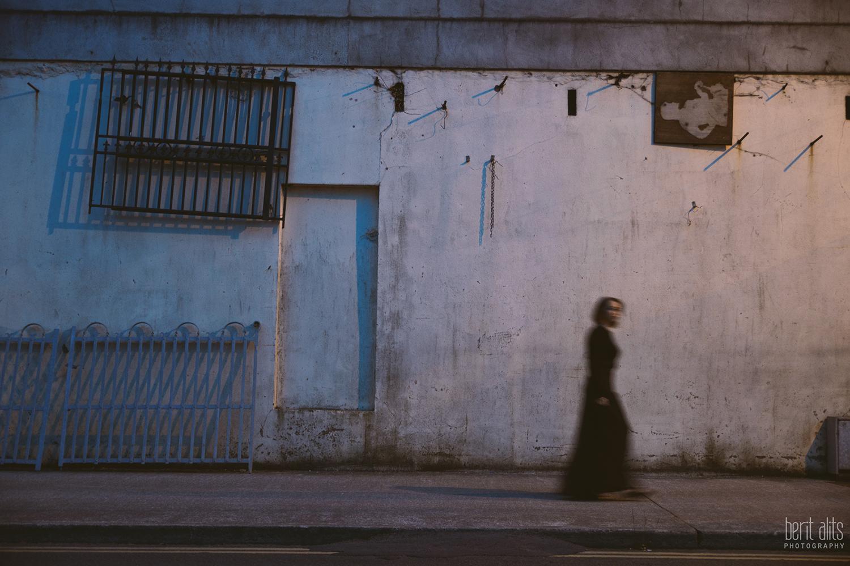 02__night_photography_girl_model_long_black_dress_dark_streets_slow_shutter_portrait_conceptual_car_lights_street_lamp_nikon_d800_50_mm_f1.4_clonmel_tipperary_ireland