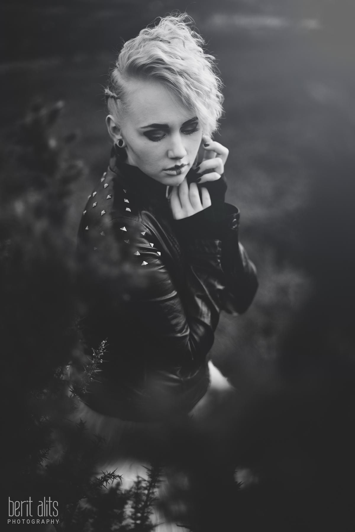 11_creative_portrait_high_key_natural_light_bright_model_makeup_hair_blonde_clonmel_tipperary_ireland_portrait_photography_nikon_d800_50_mm_berit_alits_slievenamon_mountain_nature