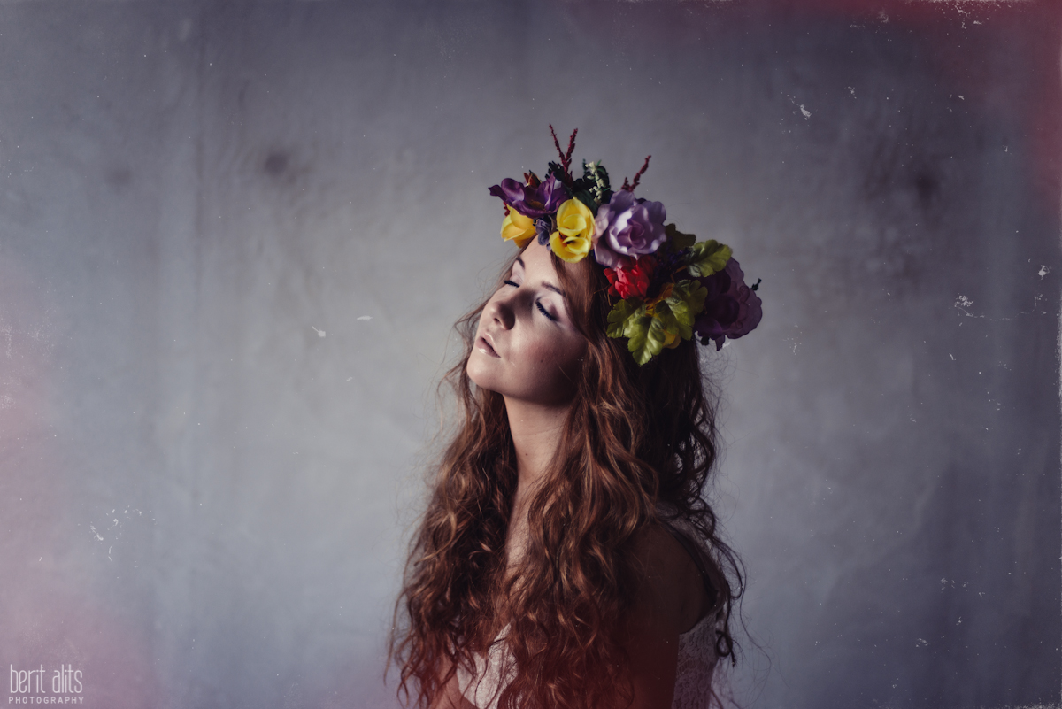 06_creative_portrait_photography_clonmel_ireland_tipperary_photographer_ethereal_conceptual_dreamy_organic_flowers_makeup_hair_natural_light_nikon_d800_pose_posing_model_redhead_props_berit_alits