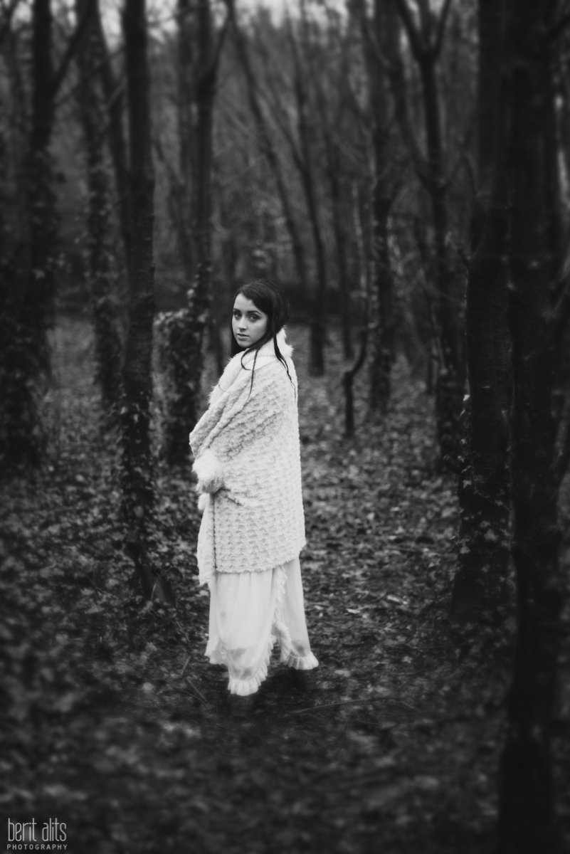 05_creative_portrait_forest_rainy_raindrops_winter_wet_day_long_hair_dress_lace_ethereal_dreamy_romantic_nikon_d800_50mm_natural_light_pose_posing_artistic_clonmel_ireland_tipperary_photography_photographer
