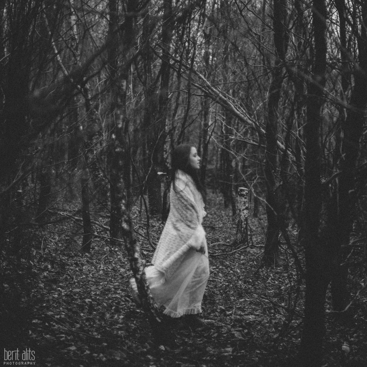 09_creative_portrait_forest_rainy_raindrops_winter_wet_day_long_hair_dress_lace_ethereal_dreamy_romantic_nikon_d800_50mm_natural_light_pose_posing_artistic_clonmel_ireland_tipperary_photography_photographer