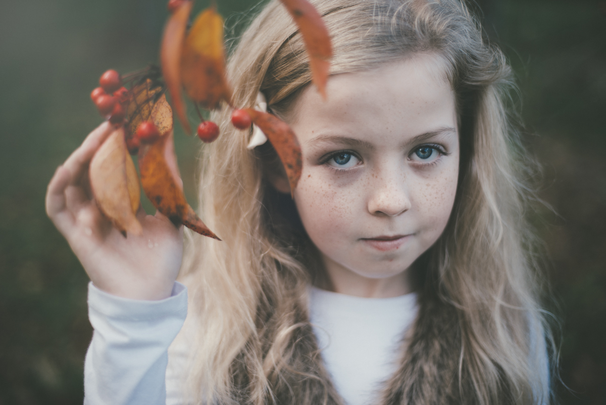 06 family photographer in clonmel co tipperary photographer autumn portraits child fine art portraiture season natural light nikon d800 pose posing leaf maple 105 mm 50 mm bokeh berit alits