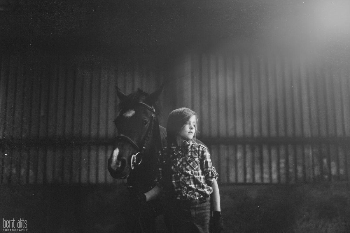01_portrait_photography_child_children_family_kid_horse_stable_bright_light_berit_alits_clonmel_tipperary_ireland_nikon_d800_50mm_artistic_natural_fine_art_contemporary
