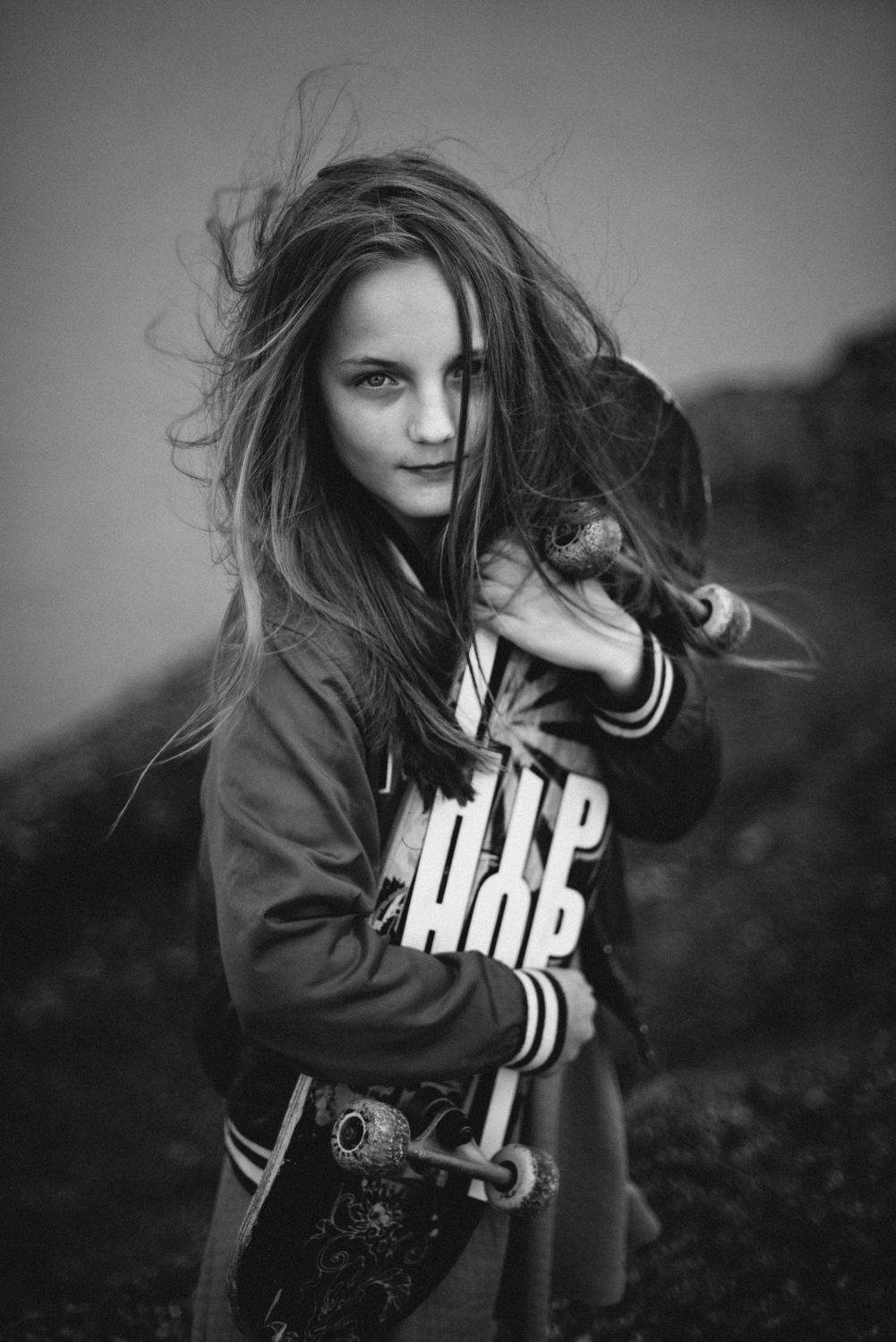 03_skate_skater_girl_child_wind_windy_lake_clonmel_tipperary_ireland_water_skateboard_hiphop_creative_photoshoot_artistic_natural_family_photography_photographer_berit_alits_nikon_d800_50_mm_light_clouds_cloudy_long_hair