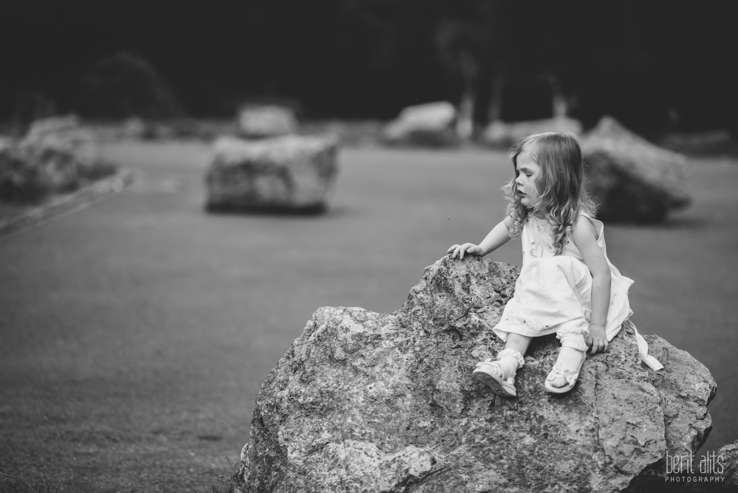 15__family_photosession_photo_shoot_creative_natural_forest_white_dress_ireland_relaxed_photographer_photography_clonmel_ireland_portrait_child_mother_happy_trees_dog