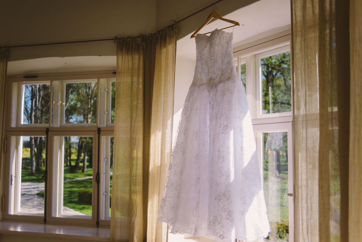 07 brides dress hanging eivere manor