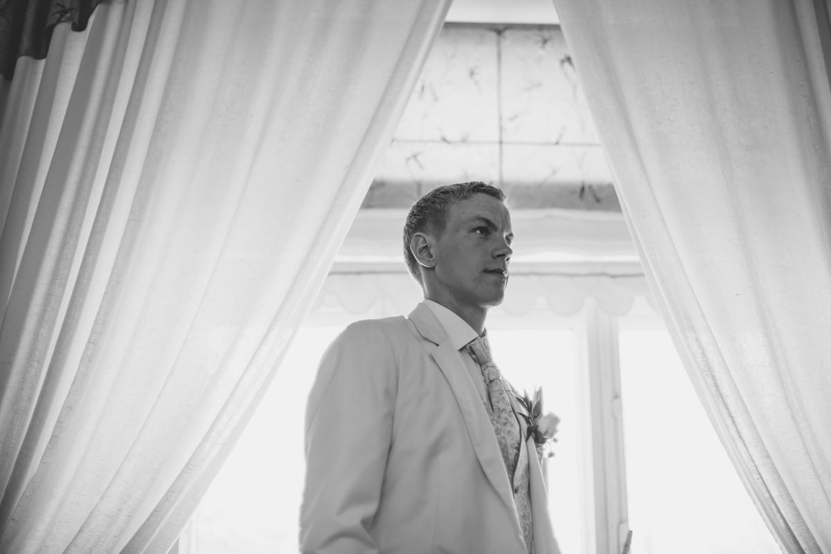 19 grooms portrait